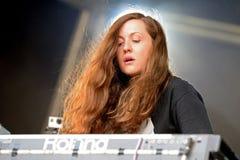 Funcionamiento de Jessy Lanza (músico electrónico) en el festival del sonar Imagen de archivo libre de regalías