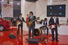 Funcionamiento de la banda de rock en la cabina de Morris Garages foto de archivo libre de regalías