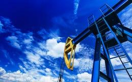 Funcionamiento de la bomba de petróleo y gas Fotografía de archivo libre de regalías