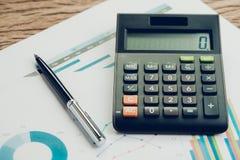 Funcionamiento de la compañía o concepto del comentario financiero y de los cálculos Imagenes de archivo