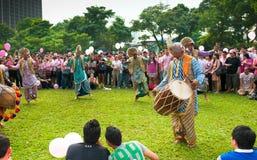 Funcionamiento de la danza de Bhangra en Pinkdot Imagenes de archivo