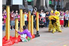 Funcionamiento de la danza del león Foto de archivo libre de regalías