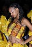 Funcionamiento de la danza popular de las mujeres Fotografía de archivo libre de regalías