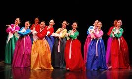 Funcionamiento de la danza tradicional coreana de Busán imágenes de archivo libres de regalías