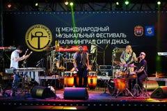Funcionamiento de la fregona de la fregona del festival de jazz internacionalmente Foto de archivo