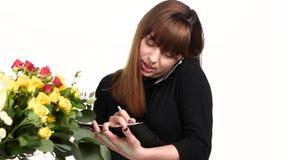 Funcionamiento de la mujer como florista White Cierre para arriba almacen de video