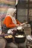 Funcionamiento de la mujer de la provincia-UNo de Gilan como A Breadwinner2 imagen de archivo libre de regalías