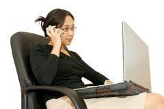 Funcionamiento de la mujer de negocios Imagenes de archivo