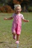 Funcionamiento de la niña Foto de archivo libre de regalías