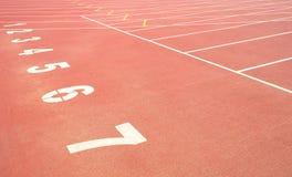 Funcionamiento de la pista del deporte Imagen de archivo libre de regalías