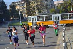 Funcionamiento de las mujeres del maratón de Sofia Bulgaria foto de archivo libre de regalías