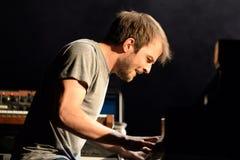 Funcionamiento de Nils Frahm (músico, compositor y pianista alemanes) en el festival del sonar Fotos de archivo