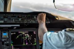 Funcionamiento de un avión comercial Imagen de archivo libre de regalías