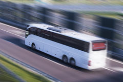 Funcionamiento del bus turístico, falta de definición de movimiento Imagen de archivo libre de regalías