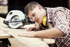 Funcionamiento del carpintero Foto de archivo libre de regalías