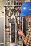 Funcionamiento del electricista Fotografía de archivo libre de regalías