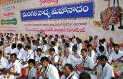 Funcionamiento del grupo de la música tradicional india Imagenes de archivo