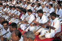 Funcionamiento del grupo de la música tradicional india fotografía de archivo