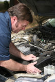 Funcionamiento del mecánico auto Foto de archivo libre de regalías