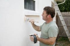 Funcionamiento del pintor de casa imagen de archivo