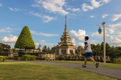 Funcionamiento en el parque Autthayan-chalerm-karnchanapisek Imagen de archivo libre de regalías