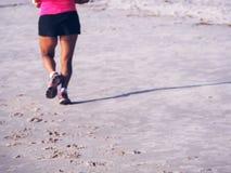 Funcionamiento en la playa Foto de archivo libre de regalías