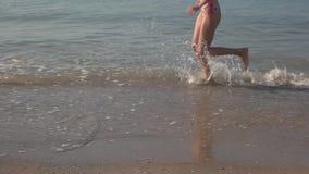 Funcionamiento femenino al aire libre, lento-MES de las piernas metrajes