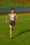 Funcionamiento femenino del atleta. Imagenes de archivo