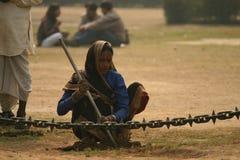 Funcionamiento indio de la mujer Fotografía de archivo libre de regalías