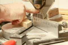 Funcionamiento, martillo, metro y destornillador del carpintero Fotografía de archivo libre de regalías