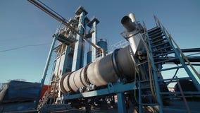Funcionamiento potente de la planta de mezcla del asfalto metrajes