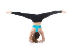 Funcionamiento profesional del ejercicio gimnástico Fotografía de archivo libre de regalías