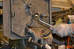 Funcionamiento profesional del mecánico Imagen de archivo libre de regalías
