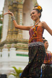 Funcionamiento tradicional tailandés del bailarín Imágenes de archivo libres de regalías