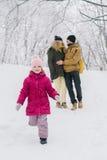 Funcionamientos de la muchacha lejos de sus padres en amor Fotografía de archivo