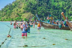 Funcionario de la isla del paraíso de la playa del maya que ningún horario cerrado no anuncie de autoridad a partir de junio de 2 fotografía de archivo