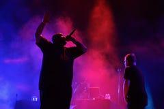 Funcione con las joyas que la banda de la música del hip-hop se realiza en concierto en el sonido 2017 de Primavera imagen de archivo libre de regalías
