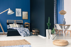 Functional soothing navy apartment Royalty Free Stock Image