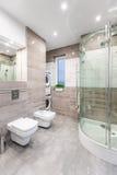 Functionele hoog polijst badkamersidee royalty-vrije stock afbeelding