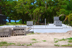 Fundação e blocos concretos da construção da casa Fotografia de Stock Royalty Free