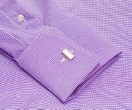 Funda de una camisa con una conexión de pun¢o imagenes de archivo