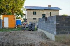 Fundación concreta de una nueva casa, construcción de la pared Fotografía de archivo