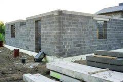Fundación concreta de una nueva casa, construcción de la pared Fotos de archivo libres de regalías