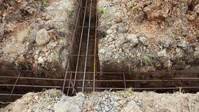 Fundación de la cabaña durante la construcción, hierro que refuerza la malla almacen de video