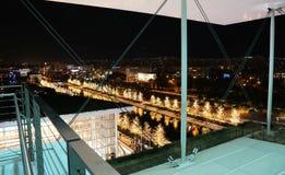 Fundación de Stavros Niarchos adornada con las luces de la Navidad Fotos de archivo