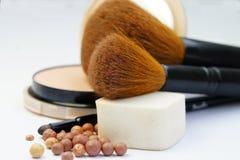 Fundación, polvo, bronzer y cepillos del maquillaje Fotos de archivo libres de regalías