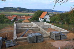 Fundación concreta para una nueva casa Imagen de archivo libre de regalías