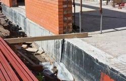 Fundacyjny Waterproofing Domowa podstawy ściana wodoodporna z bitum kiścią fotografia royalty free