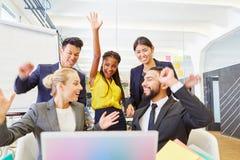 Fundadores que comemoram com entusiasmo foto de stock