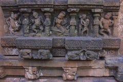 Fundamenthällristningar av den Bhoovarha templet Mahakuta tempel, Badami, Karnataka royaltyfria bilder